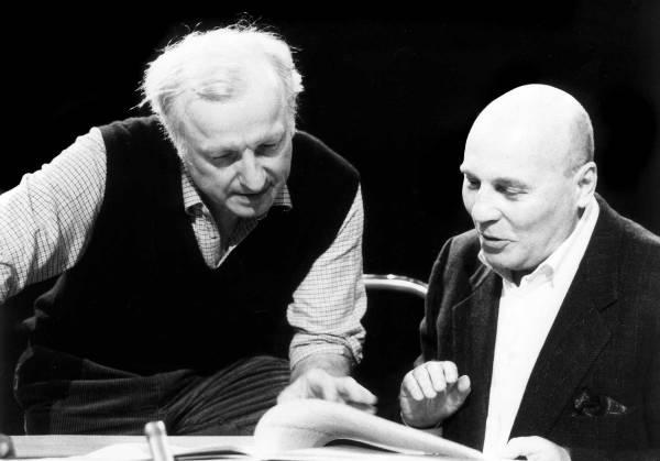 Le compositeur Hans Werner Henze, avec, à sa gauche, le chef d'orchestre Gerd Albrecht, en 1997