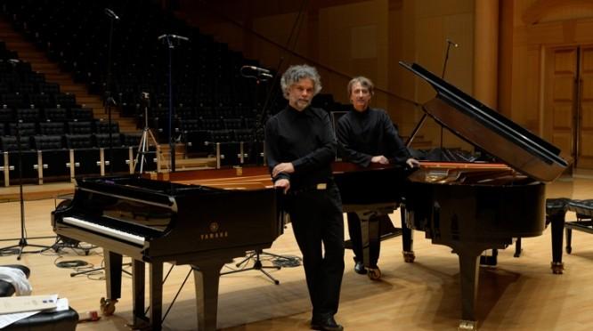 Deux pianos dansent